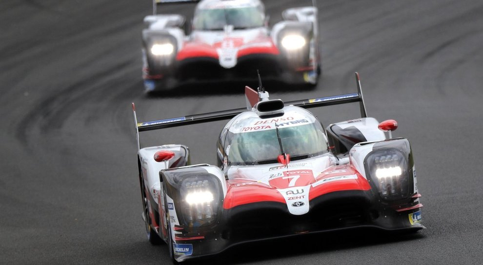 Le due Toyota TS050 in testa a Le Mans