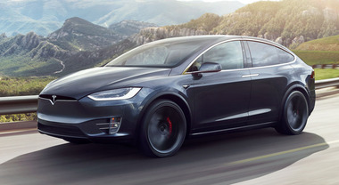 Tesla richiama oltre 135 mila Model S e Model X: display touchscreen difettoso